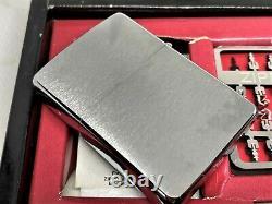 Nouveau Zippo 1995 Édition Limitée Game Chess Magnetic Board Lighter W Pieces Set