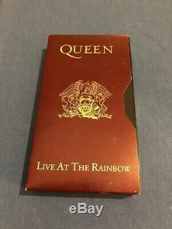 Queen Ltd Edition Boîte À Malice, Live Au Rainbow CD Vhs Affiche Patch Badge ++