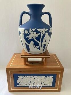 Wedgwood Grand Vase De Portland Et Vase En Bois De Portland Stand Rare Piece Ltd De 50